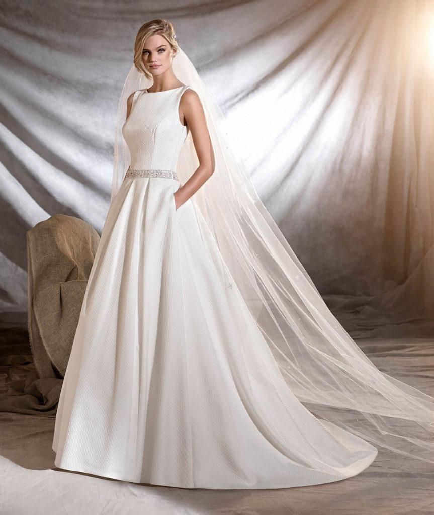 Vestido de novia de piqué