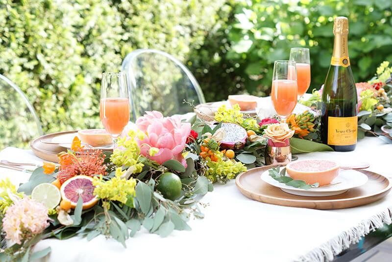 Centro de mesa frutal para una boda